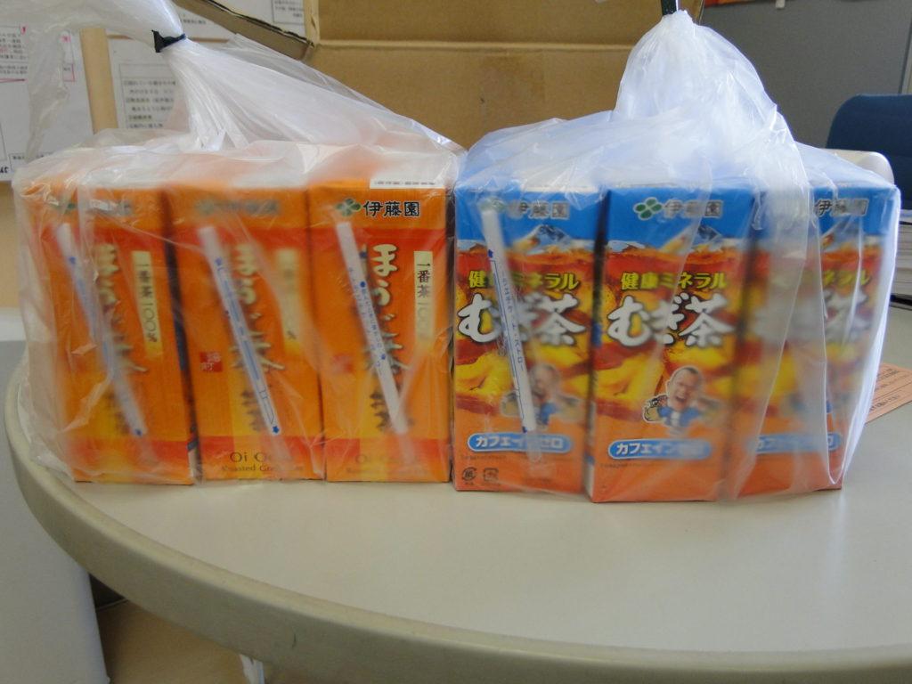 伊藤園さんからお茶をいただきました。